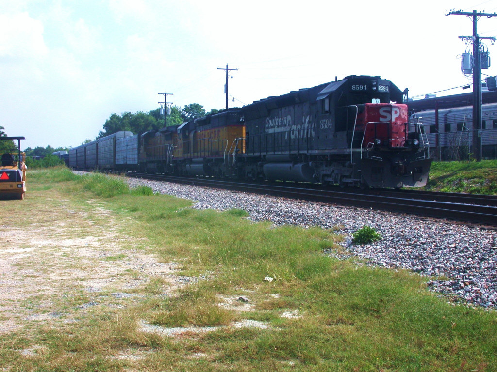SP 8594  16Apr2005  Waiting on the side in CENTEX SB at Uhland Road