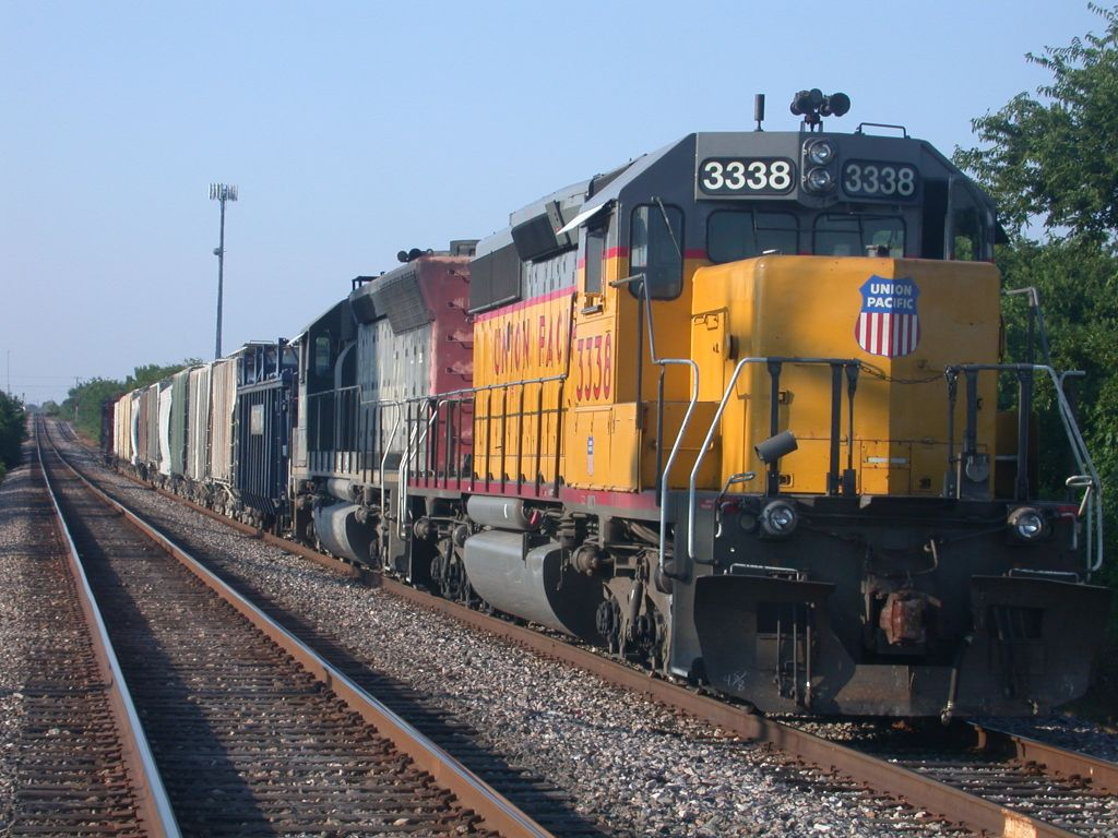 UP 3338  4Aug2004  SB waiting on the side for a NB to pass