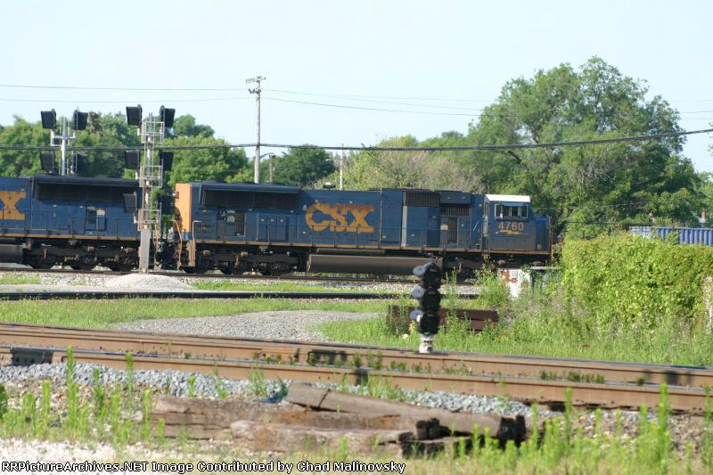 The pot signal is observing the eastbound intermodal train