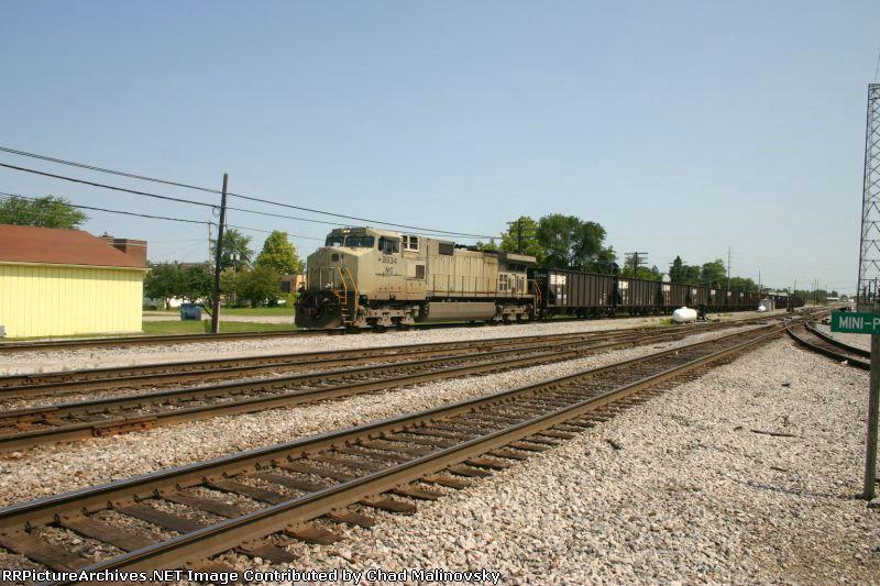 NS 9834 brings empties down from Sandusky