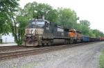 NS 9326 heads toward CP 482