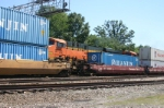 BNSF 5733 is being ripped off