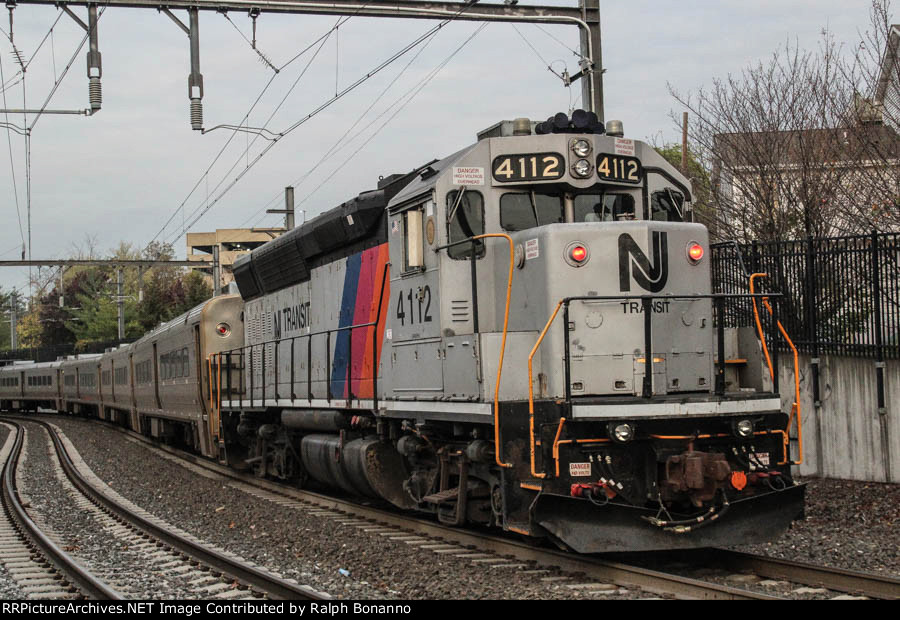 Former CNJ Geep in service as a cab car on the east end of a westbound commuter train