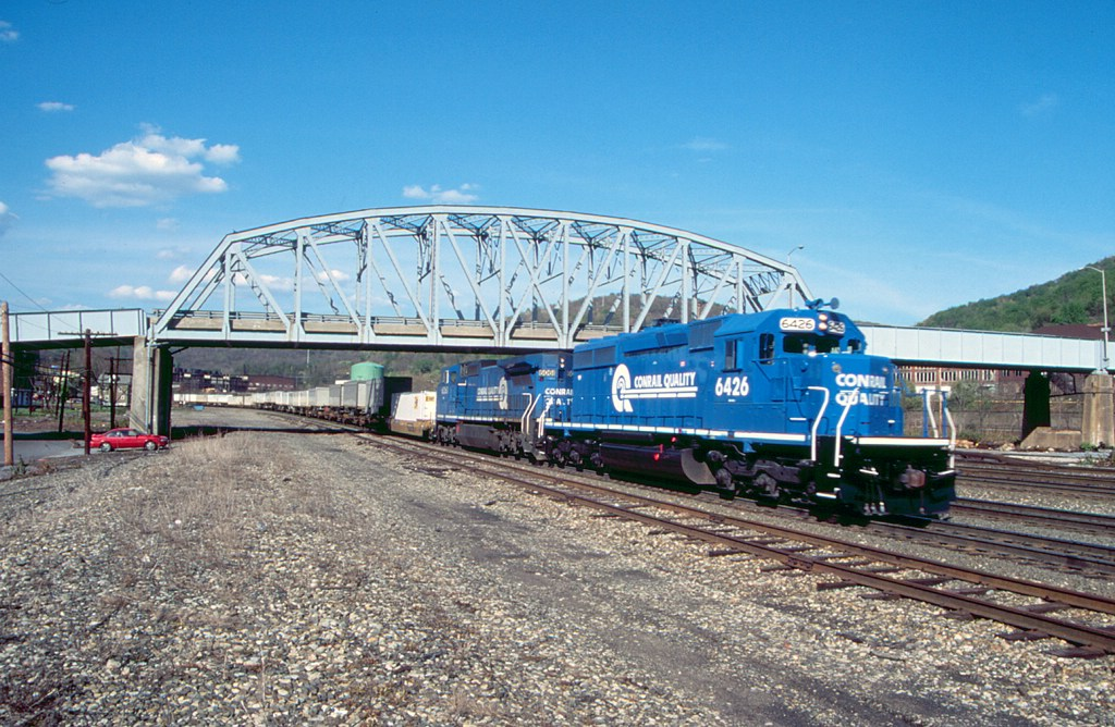 Conrail 6426 leads a TV train west at Conemaugh (Johnstown), PA