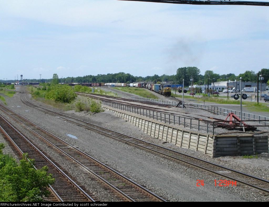 CSX 7751 building train Q386 on the North Runner