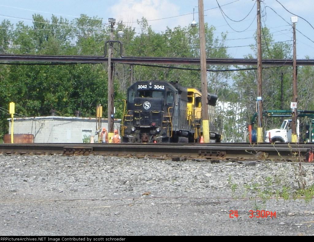 NYSW 3042 sits in DeWitt Yard