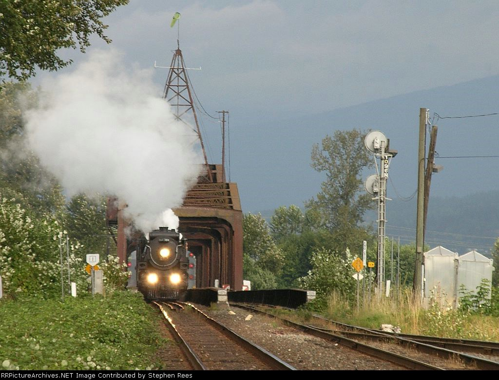 CP 2816 crossing the Pitt River
