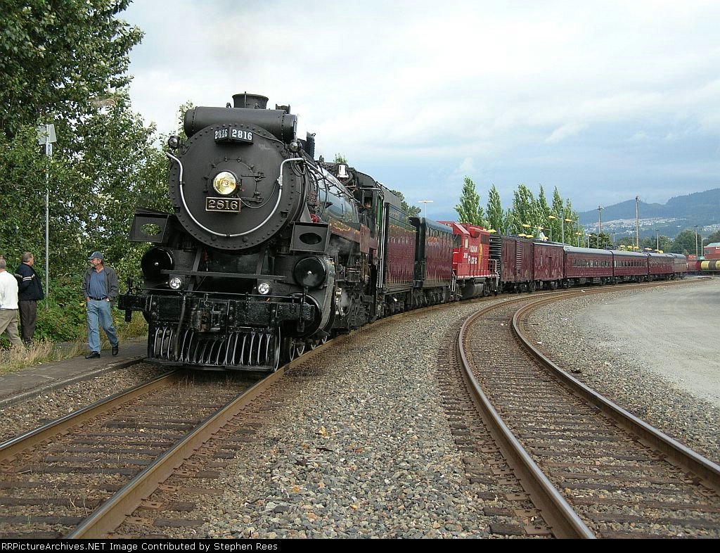 CP 2816 and train