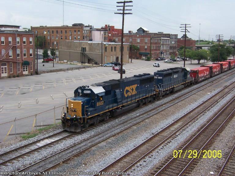 CSX 8502 leads train Q215