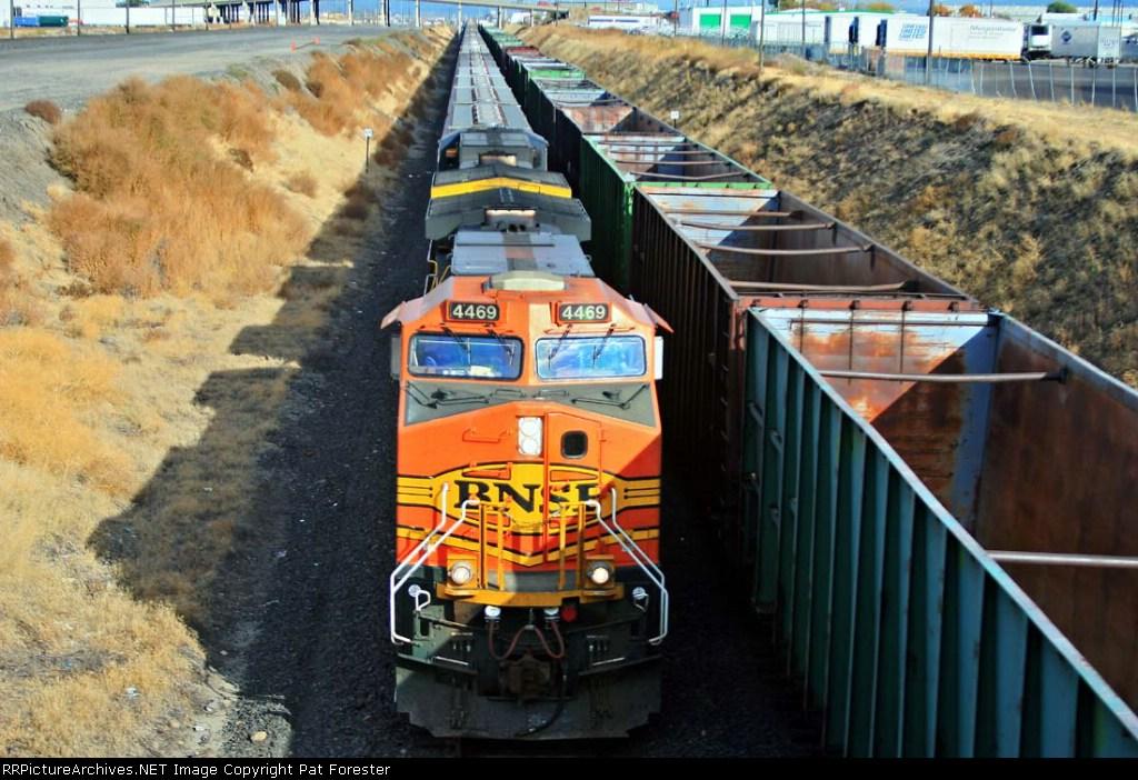 BNSF 4469
