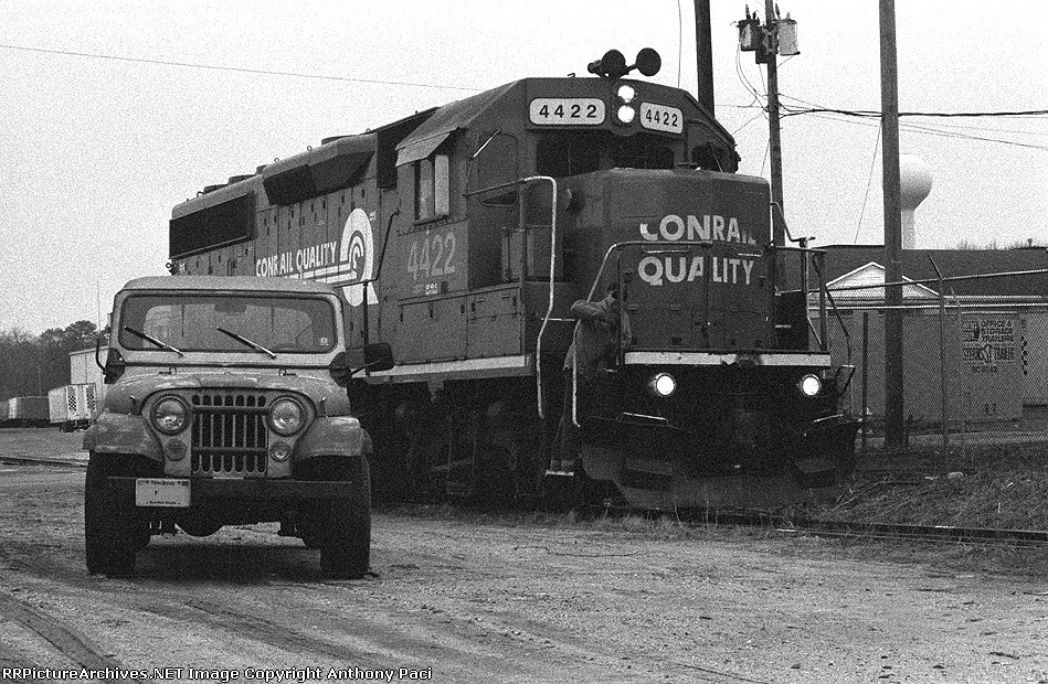 CSX 4422 and a Jeep