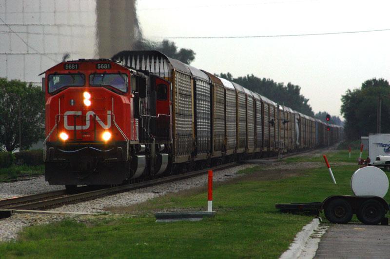 Southbound autorack train on the IC