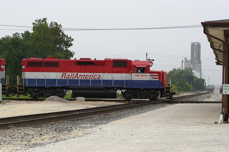 TP&W Train crosses the IC