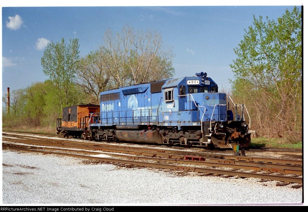 IHB 4001 w/transfer caboose 12