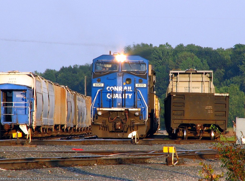 NS 8370 parking the train for the evening
