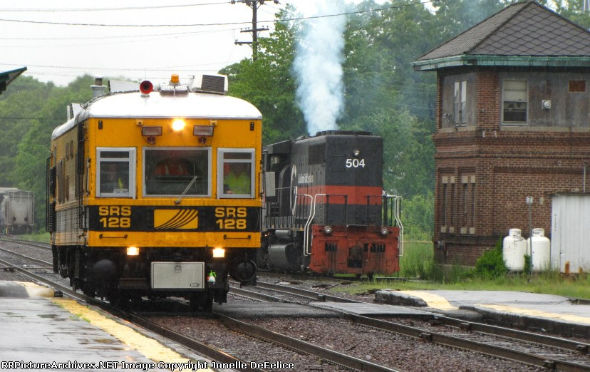 Sperry Rail Car #128 with MEC #504