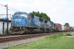Patched Conrail power heads east