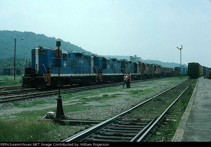 Boston and Maine Railroad/CP Rail Mixed Freight Train