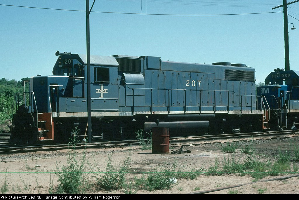 Boston and Maine Railroad (BM) EMD GP38-2 No. 207