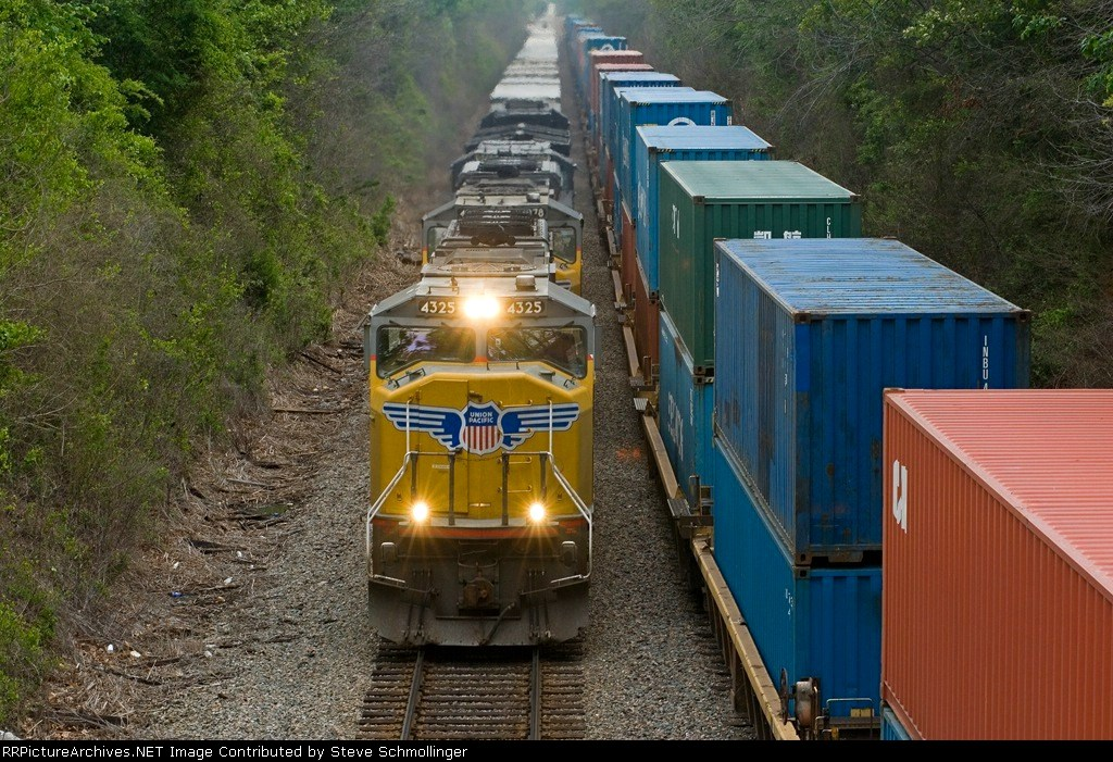 UP stack trains meet