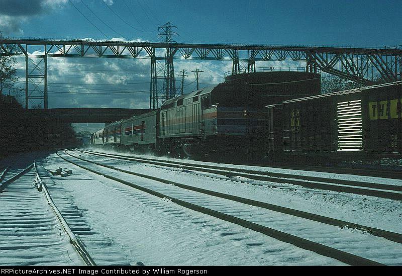 "Northbound Amtrak Train No. 63, the ""Niagara Rainbow"", powered by EMD F40PHR No. 292"