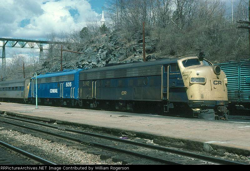 Conrail EMD FL9's No. 5042 and 5015