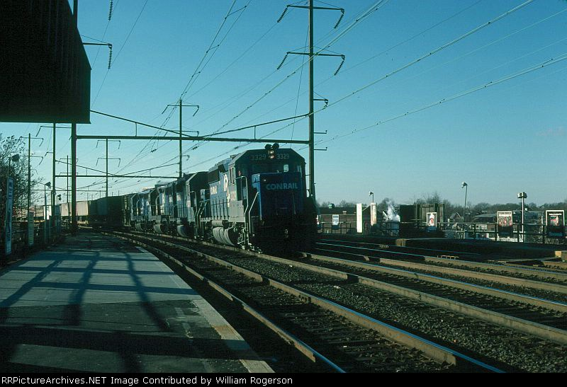 Northbound Conrail TOFC Freight Train led by EMD GP40-2 No. 3329