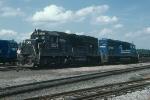 Conrail (CR) EMD GP40 No. 3236 and SD40 No. 6284