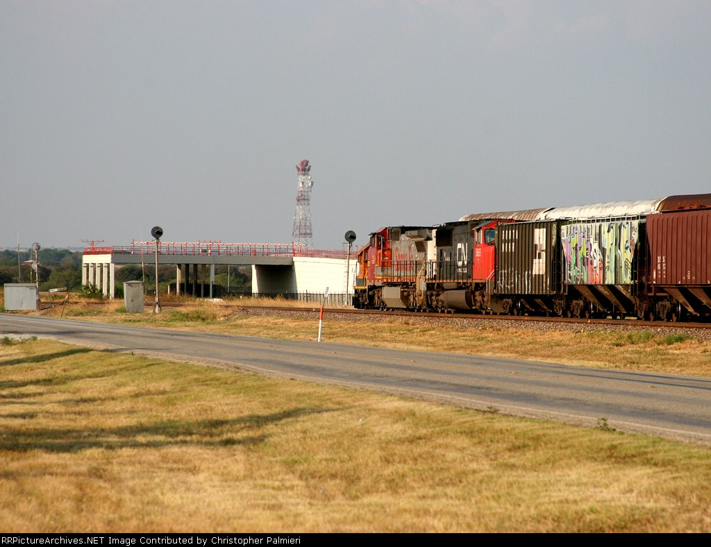 BNSF 881 and CN 5655