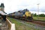 CSX 8538 hurries by