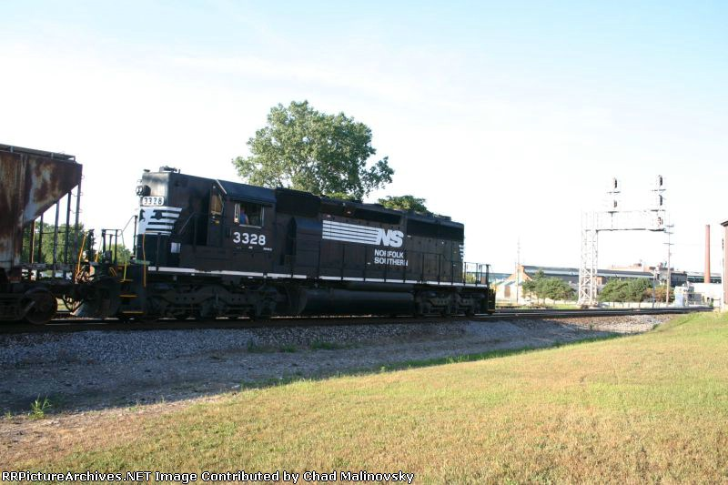 NS 3328 heads into the yard