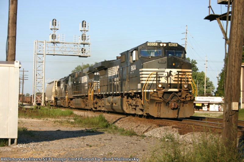 NS 9604 heads west