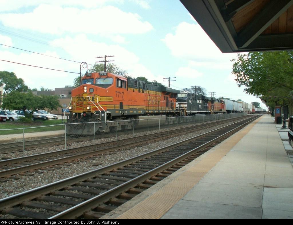 BNSF 7717 Thunders West