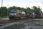 NS 9479 leads train 33E