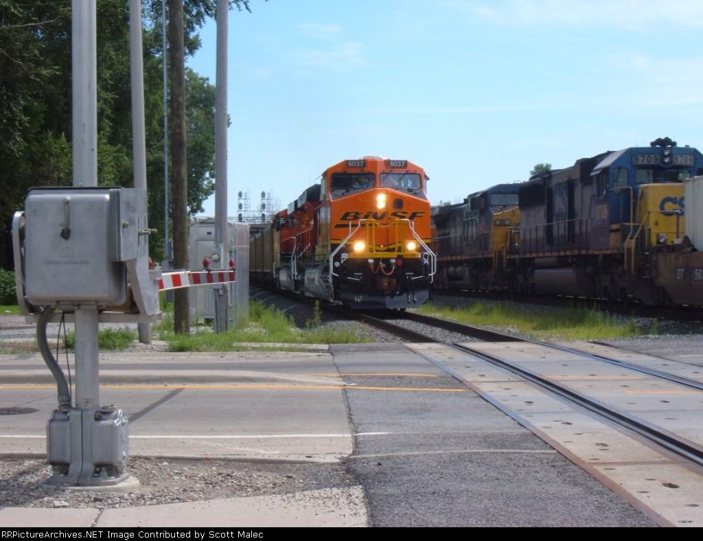 BNSF 6037, 6035 & CSX 88 & 8709