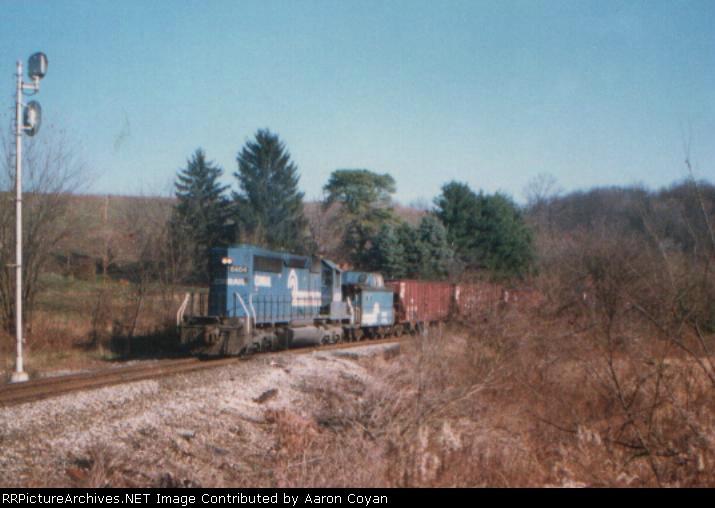 A single SD40-2 is the helper for train DIIN at tt Grosvenor