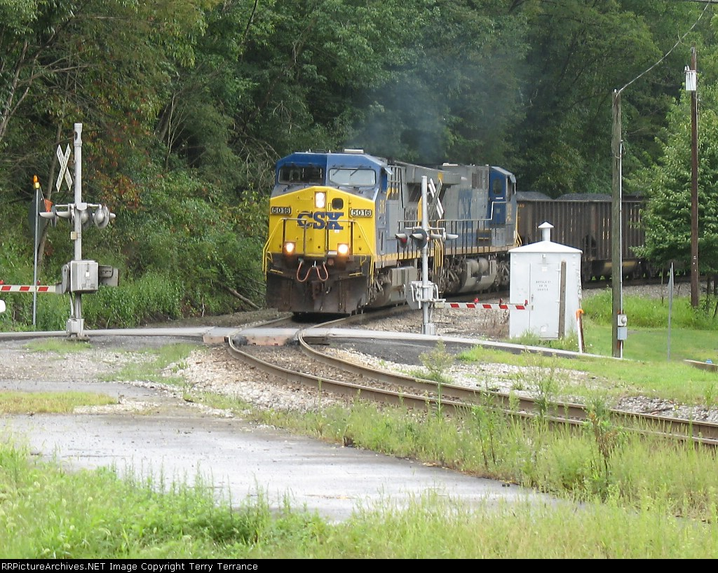 CSX 5016 at Buffalo Street Crossing in Rowlesburg, WV