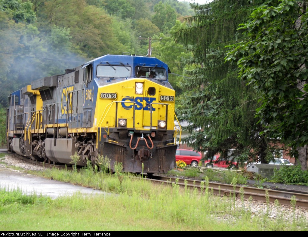 CSX 5016 Roars past Rowlesburg Station