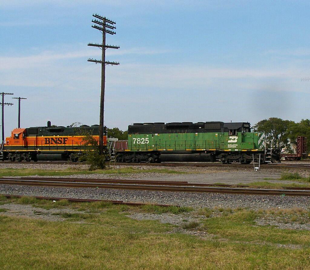 BN 7825 & BNSF 2181