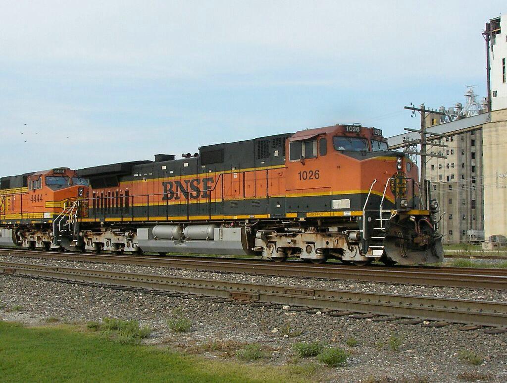 BNSF 1026