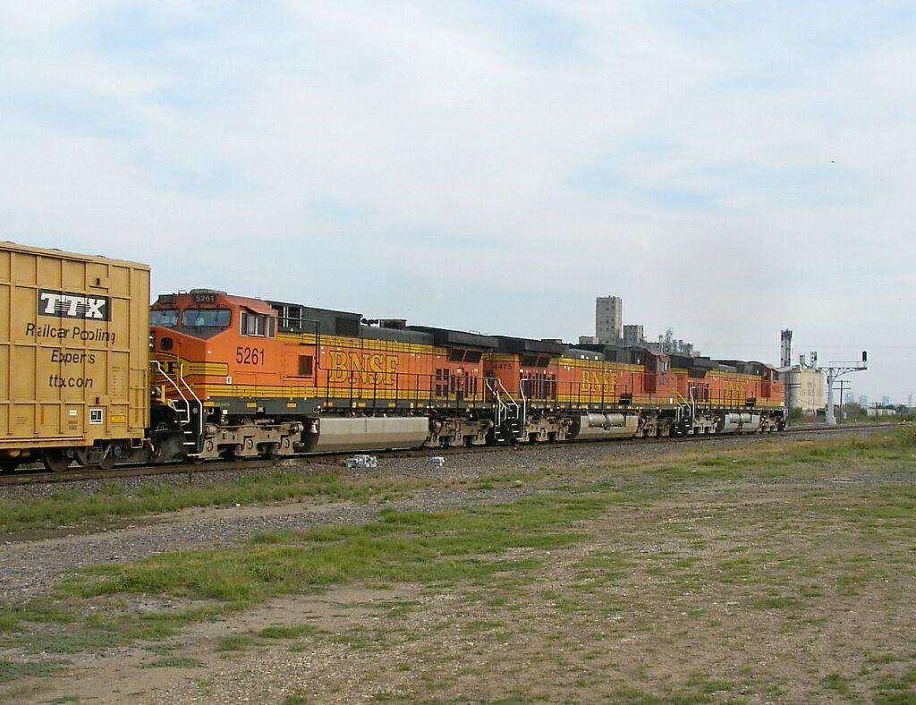 BNSF 5261