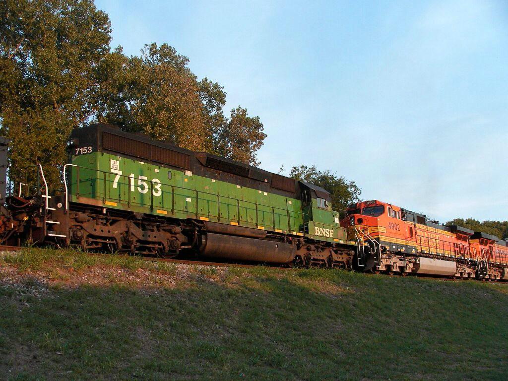 BNSF 4902 & BNSF 7153