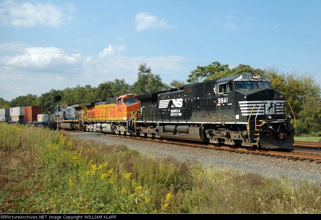 NS 9841 ,BNSF 4824, CSX ?