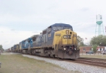 CSX 9039 on Q441 heading south