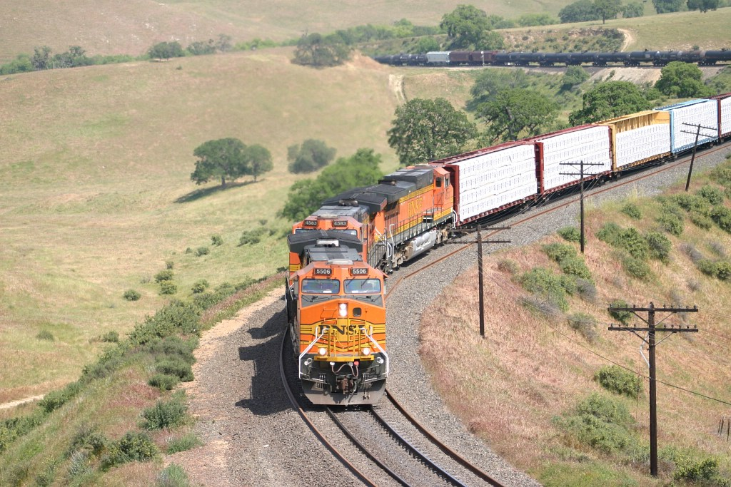 A BNSF Manifest climbs towards Tunnel 2