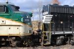 GP40-2 3010 meets FL9 488