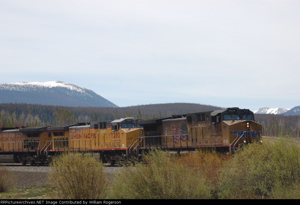 Union Pacific Railroad GE AC44CWCTE No. 6024 and AC44CW No. 7202