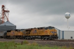 Union Pacific Railroad (UP) GE AC45CCTE No. 5261 and EMD SD70M No. 4821