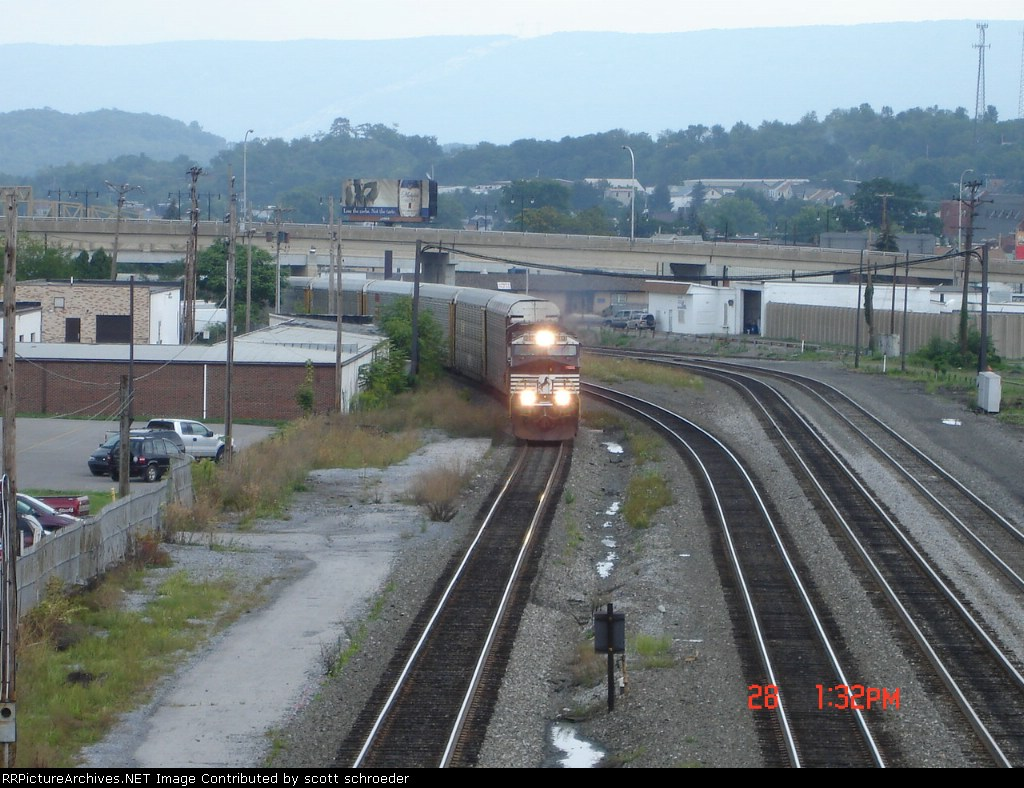 NS 9813 leading a WB Autorack thru Altoona