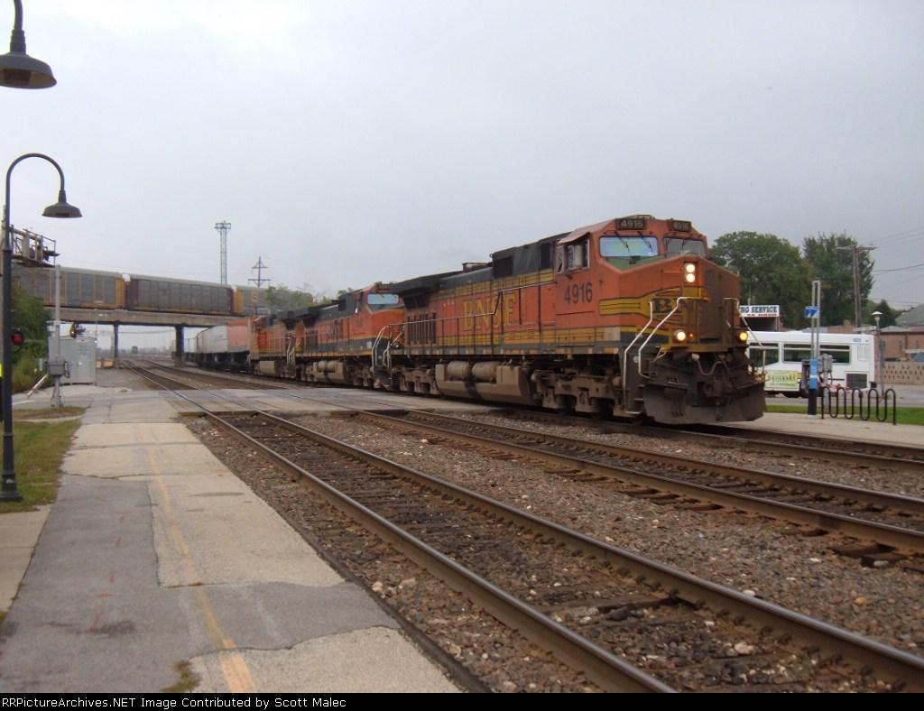 BNSF 4916, 1090 & 4735